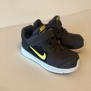 Toddler Boys Gray Nike Air athletic Shoes Size 7c